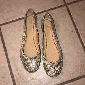 Frye crackle cream and silver flats
